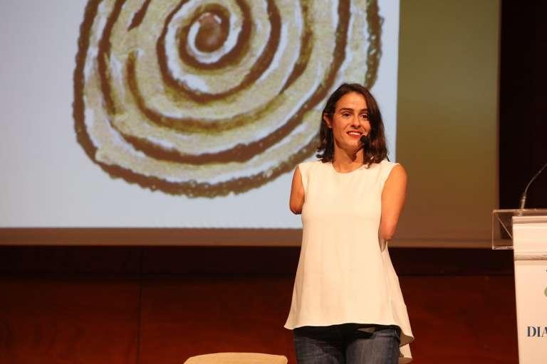 Lary León, escritora: «Todas las personas tenemos un talento»
