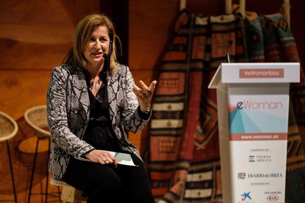 Imagen de la intervención de Belén Villalonga, directora del Área de Negocio de Ibiza y Formentera de CaixaBank